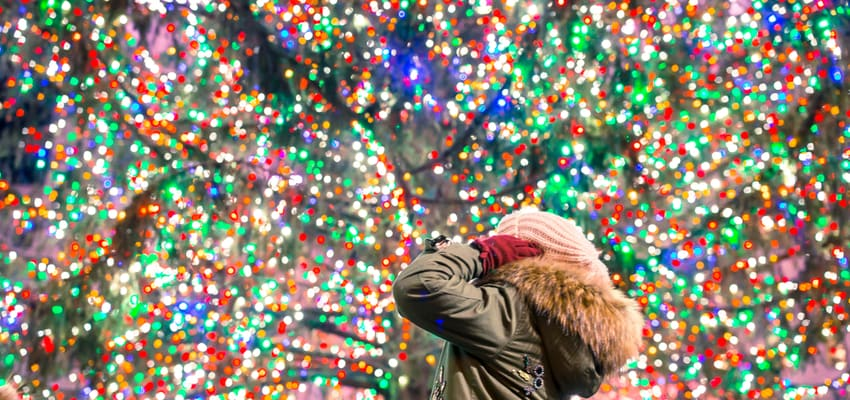woman looking at the Rockefeller christmas tree