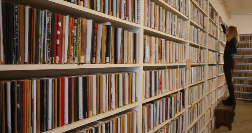 The Brooklyn Art Library shelves filled with sketchbooks.